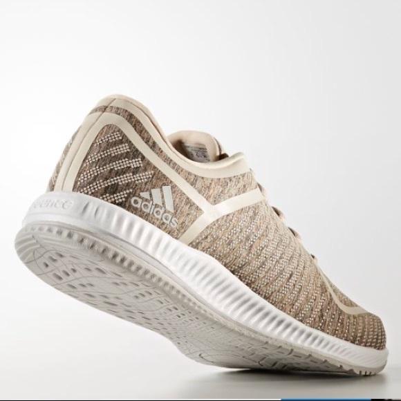 Women's Adidas Athletic B Training Shoes 6 W EUC